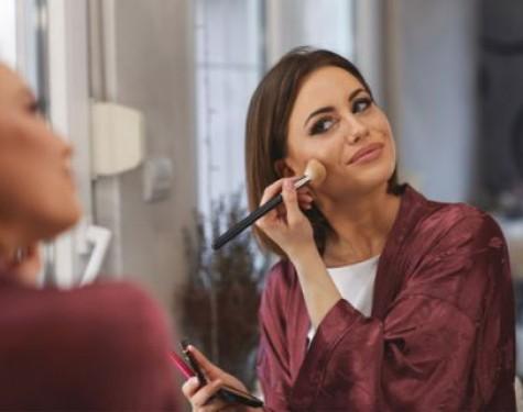 Sztuka nakładania makijażu krok po kroku