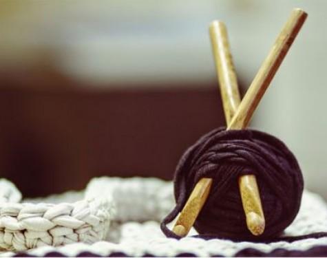 Jak łączyć kolory włóczki - modne wyroby na drutach