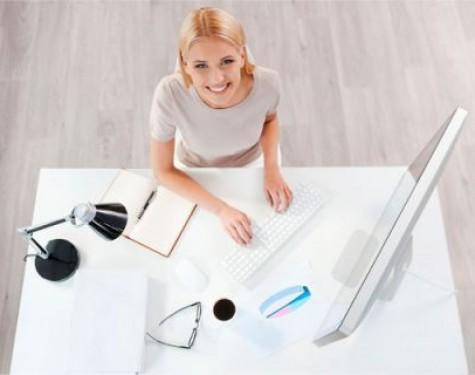 Czy praca w biurze wpływa na urodę?