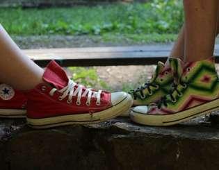 Buty modne i wygodne - zakochaj się w trampkach!