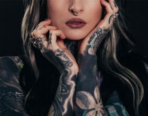 Laserowy zabieg usuwania tatuażu